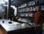 Philippe, à la tête du Terminal, derrière son bar. ©LS/Rue89Lyon