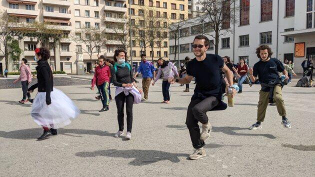 Les danseurs marathoniens, aux 1 mois d'occupation du TNP, à Villeurbanne ©LS/Rue89Lyon