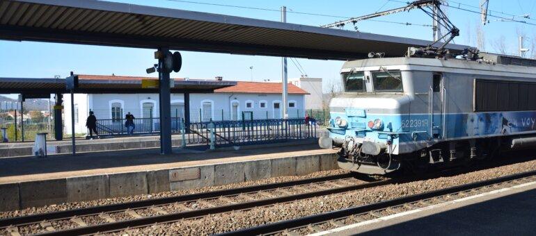 Plus de trains et moins de com' : des usagers de TER interpellent Laurent Wauquiez
