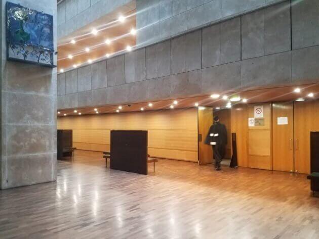 """Les victimes du voyeur de l'Ehpad de Saint-Priest réclament justice. Elle viennent d'obtenir une """"première victoire"""" ce 2 avril. Photo d'illustration : l'intérieur du tribunal judiciaire de Lyon. ©DR"""
