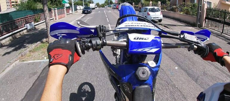 Rodéos à Lyon : rencontre avec de jeunes passionnés de moto-cross