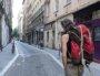 Felipe, adepte de la récupération, dans les rues de la Croix Rousse (Lyon 1er).