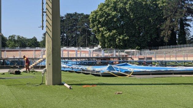La piscine éphémère de la tête d'Or n'était pas encore tout à fait prête, vendredi 11 juin.