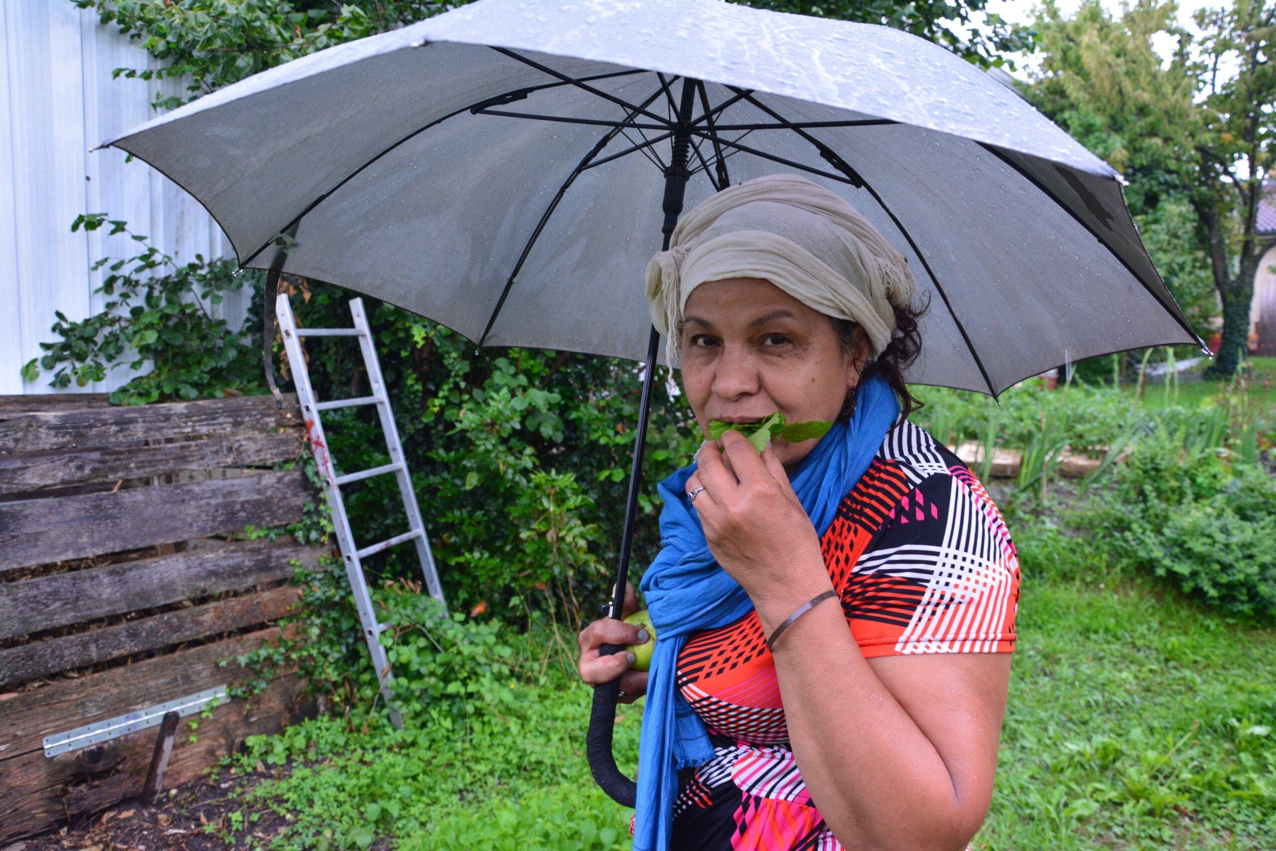 Dalila Frahia, la dame aux orties de Vaulx-en-Velin