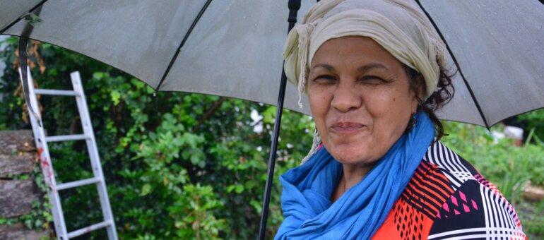 À Vaulx-en-Velin, la «dame aux orties» milite pour un retour à la nature