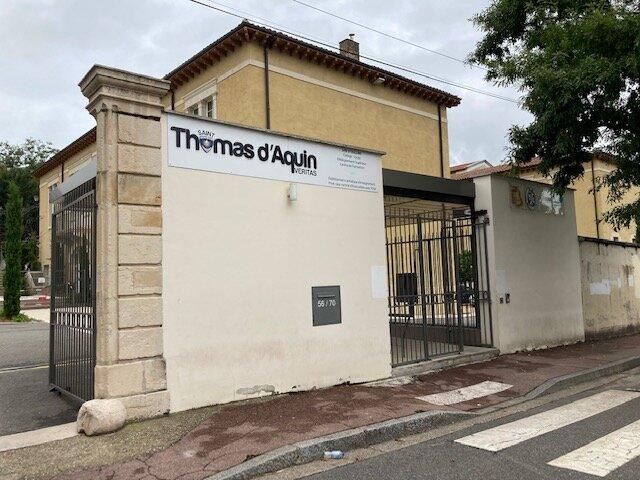 Saint-Thomas-d'Aquin Saint-Thom Oullins extrême droite
