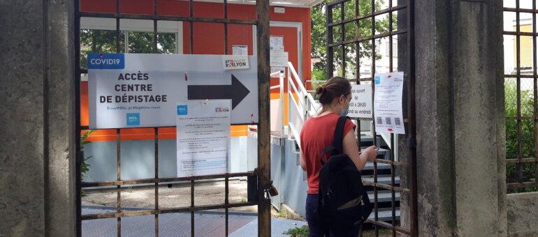 Covid: l'épidémie ralentit mais le niveau reste élevé dans le Rhône