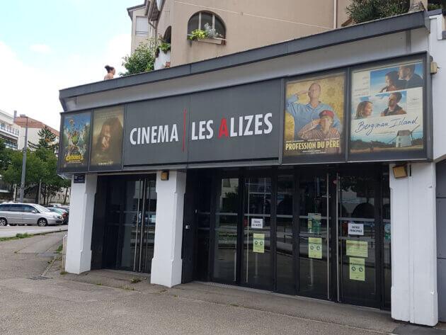La devanture du cinéma Les Alizés, à Bron | crédit photo : Les Alizés