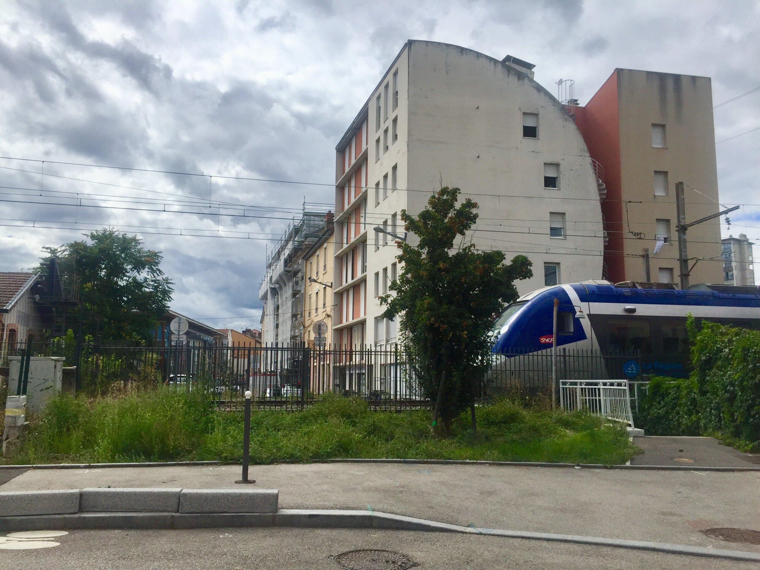train voie ferrée entrée quartier Saulaie Oullins
